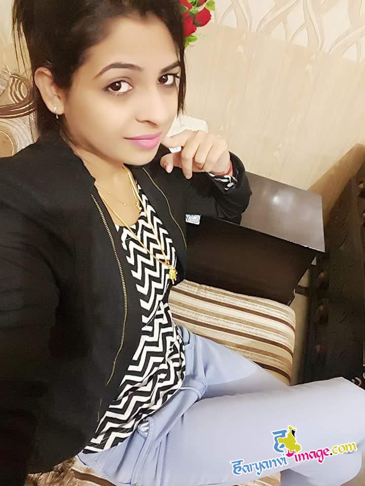 Selfie Queen Singer Anu Kadyan