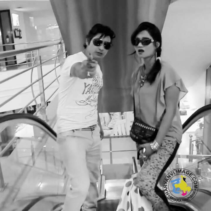 Vijay Verma & His Wife Neetu Verma Photo